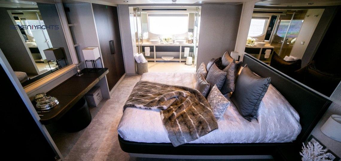 Dolce Vita Yacht Rental 6